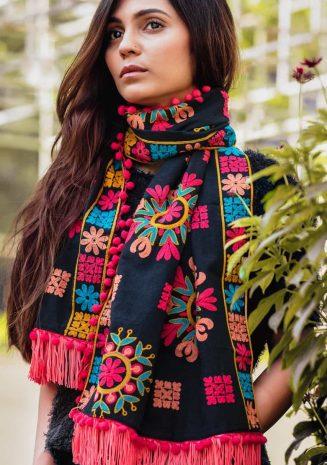 Black Beauty Woollen Snow Flake Embroidered Muffler Stole_scarf56 (1)